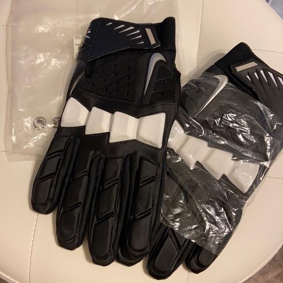 BNWT NIKE Men's Sports Gloves 🏈⚾️⚽️